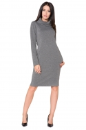Pilka suknelė ilgu kaklu