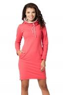Koralinės spalvos suknelė ilgu kaklu