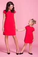 Raudona suknelė su nėriniais