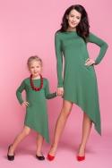 Žalia asimetrinio kirpimo suknelė moteriai