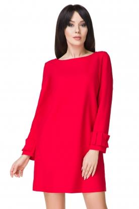 Raudona suknelė su puošniomis rankovėmis