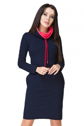 Tamsiai mėlynos spalvos suknelė ilgu kaklu