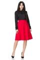 Raudonas klostuotas sijonas