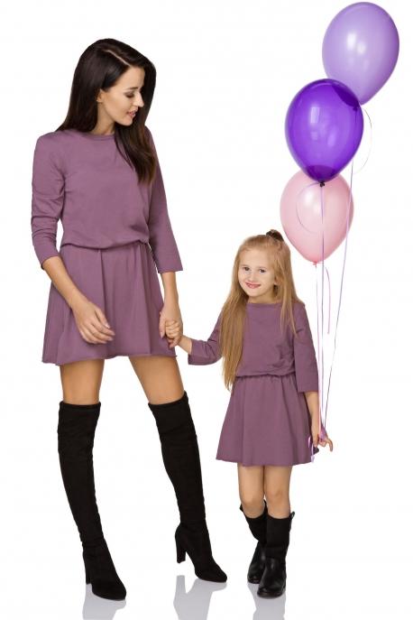 Violetinė suknelė moteriai