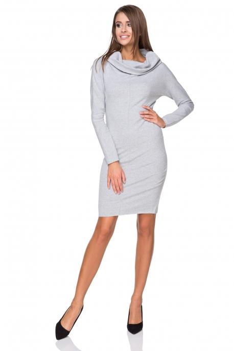 Šviesiai pilka suknelė ilgesniu kaklu