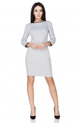 Šviesiai pilka suknelė su kaspinėliu