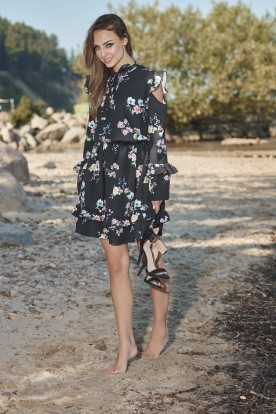 Fashionable dress with open arms L276 black with flowers