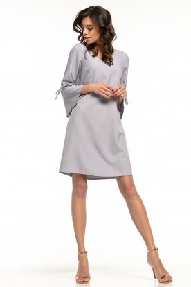 Šviesiai pilka daili suknelė