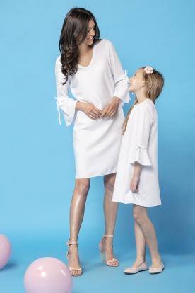 Balta suknelė moteriai