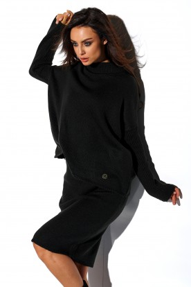 SET: A turtleneck sweater and skirt LS260 black