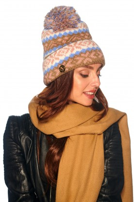 Cap with pompom in patterns LC117 cappuccino
