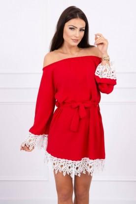 Sukienka z koronką wiązana w pasie czerwona