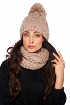 Cap with a pompom and a scarf LC128 camel