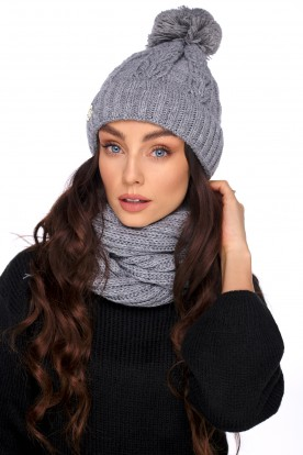 Cap with a pompom and a scarf LC128 light grey