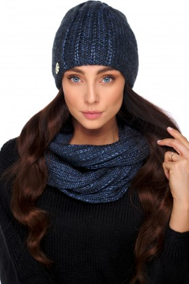 An elegant set of hat and scarf with wool LC130 jeans