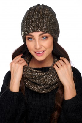 An elegant set of hat and scarf with wool LC130 gold