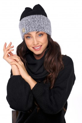 Cap with fur pompom and scarf LC131 black