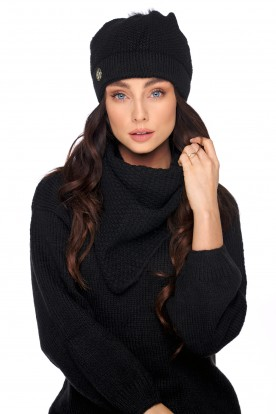 Cap with fur pompom and scarf LC132 black