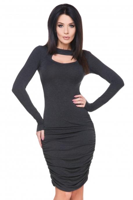 Tamsiai pilka suknelė su gundančia iškirpte